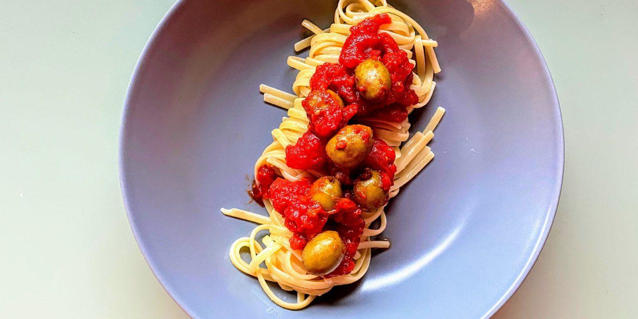 Pâtes aux tomates et aux olives